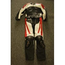 Dámská, kožená, dvoudílná kombinéza na motorku.